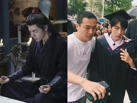 《陈情令》演员穿上学士服,魏无羡依旧帅气,江澄画风却大变