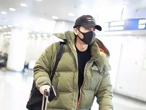 李晨现身机场,摘下口罩后网友不敢置信:已婚男的噩梦提前上演?