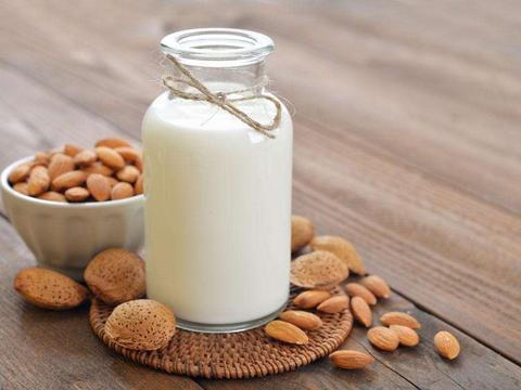 食话食说 | 一喝牛奶就放屁、拉肚子?半数中国人都有这个毛病