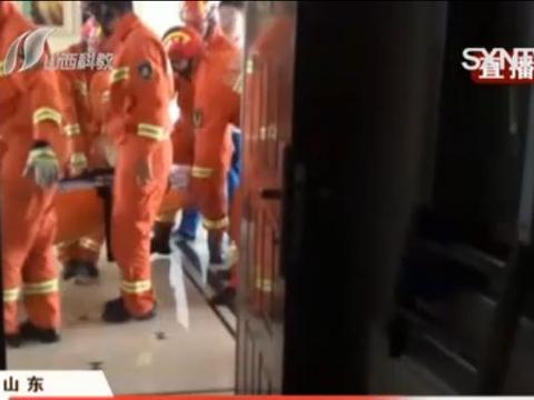 孕妇临产电梯停电,消防员从23楼步行抬下