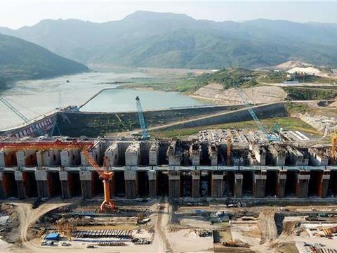 """中国研制世界最大的""""门""""单扇门重1295吨,刷新世界记录"""
