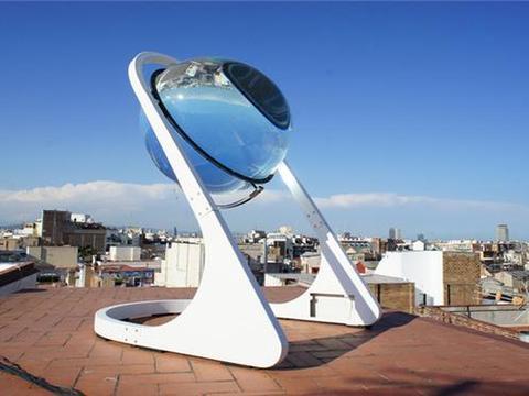德国发明新型太阳能发电器,外形像水晶球,白天黑夜都能发电
