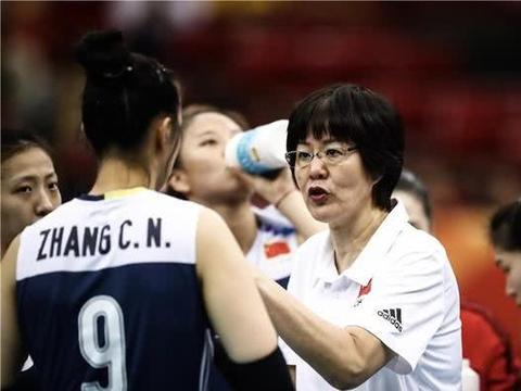 中国女排遇挑战,连战美国巴西,球迷:一定要吸取江门站的教训