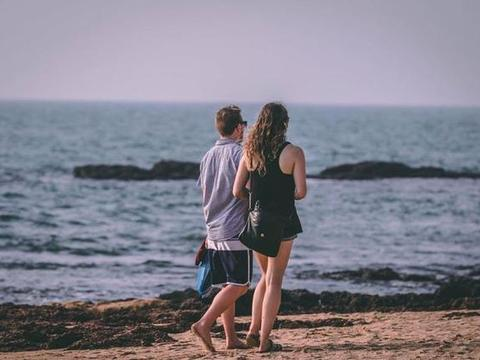 一个男人是否值得你交往,就看他能不能充分包容你的缺点和不足