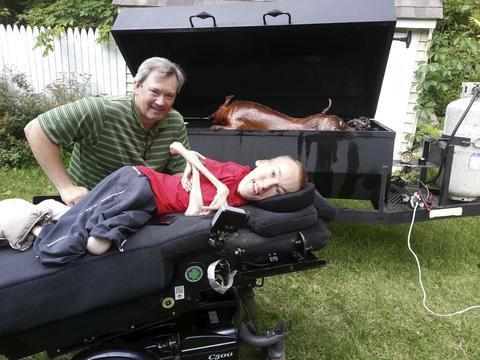挪威男孩患怪病,一身皮包骨无法行走,但也能活出精彩!