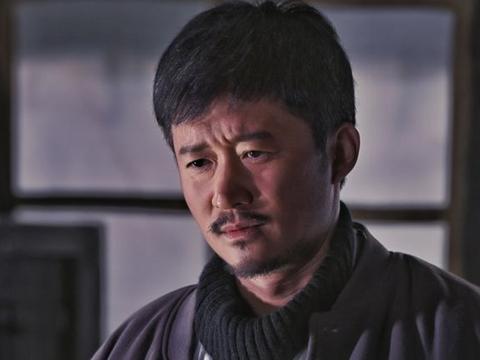 吴京带夹板拍戏,《攀登者》预告惊险,却被质疑炒敬业人设