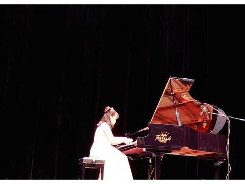 兰州市12岁女孩举办钢琴独奏音乐会 在琴键上追逐音乐梦想