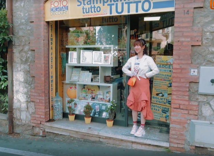 杨紫的审美越来越难猜,穿199元的裙子配白衬衫,波浪花边绝了