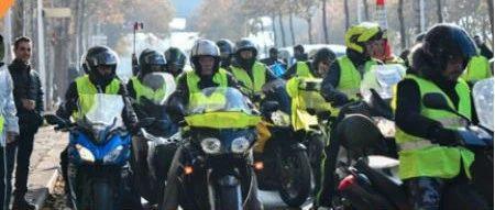 """又有30名""""黄背心""""示威者被捕!法国出动7500名警察"""