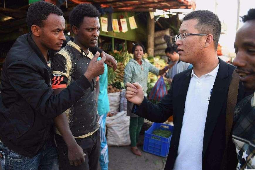有些工厂专招非洲人,自己脱贫的同时带动非洲的朋友一起脱贫!