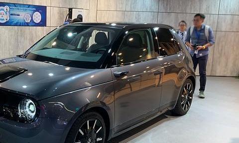双连屏+电子后视镜,本田电动车亮相法兰克福,比奥迪可便宜多了