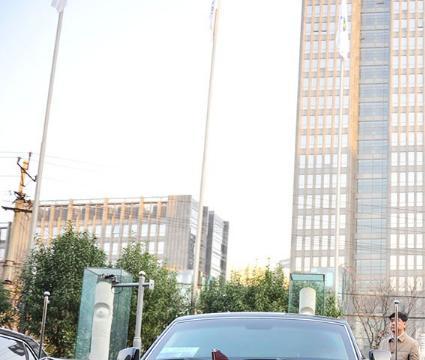 澳门首辆红旗L5上路,挂两地车牌照不算啥,车牌号才意义非凡!