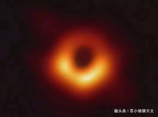 如果生命被吸入到黑洞里面,将经历什么?爱因斯坦百年前已给答案