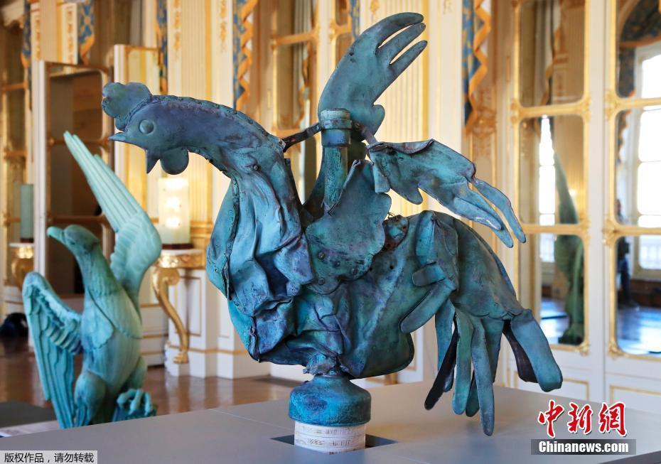 """最顽强""""公鸡"""" 巴黎圣母院火灾幸存公鸡雕像将被展出最顽强""""公鸡"""" 巴黎圣母院火灾幸存公鸡雕像将被展出"""