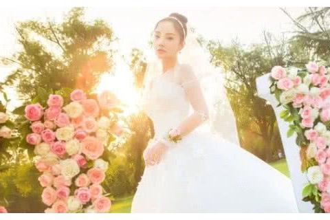 李小璐自创服装品牌要开售,PGone疑似考察店铺?