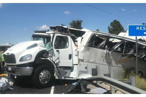 突发!华人旅游大巴在美国出车祸已致4人死亡,中国日报发声了