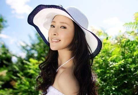 她生于演艺世家,曾被传插足孔令辉马苏恋情,如今31岁参演新电影