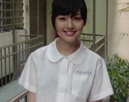 中学时期的郭碧婷,脸上婴儿肥明显,比现在还要美,妥妥的校花!