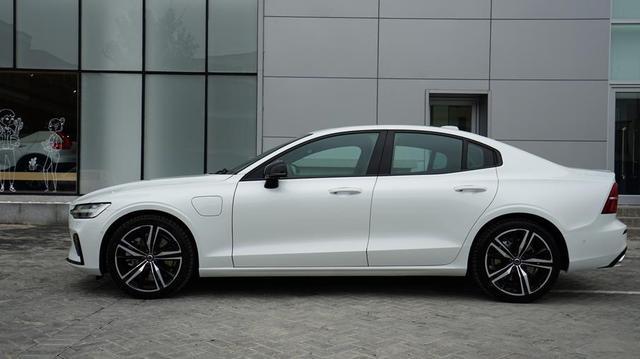 全新一代国产沃尔沃S60实车曝光,全系搭载2.0T涡轮增压发动机