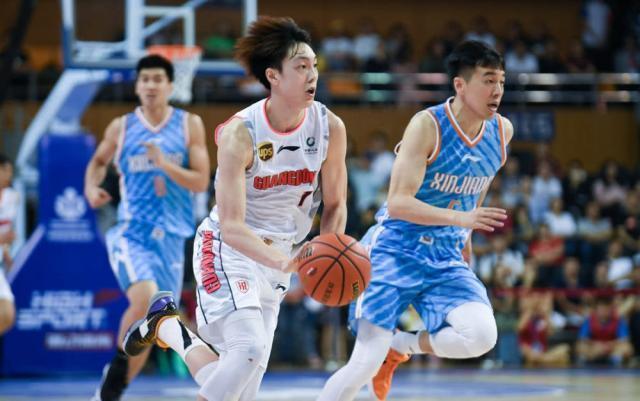 """""""九冠王""""输球了!21岁小将却让杜峰笑出声,或成为男篮新星?"""