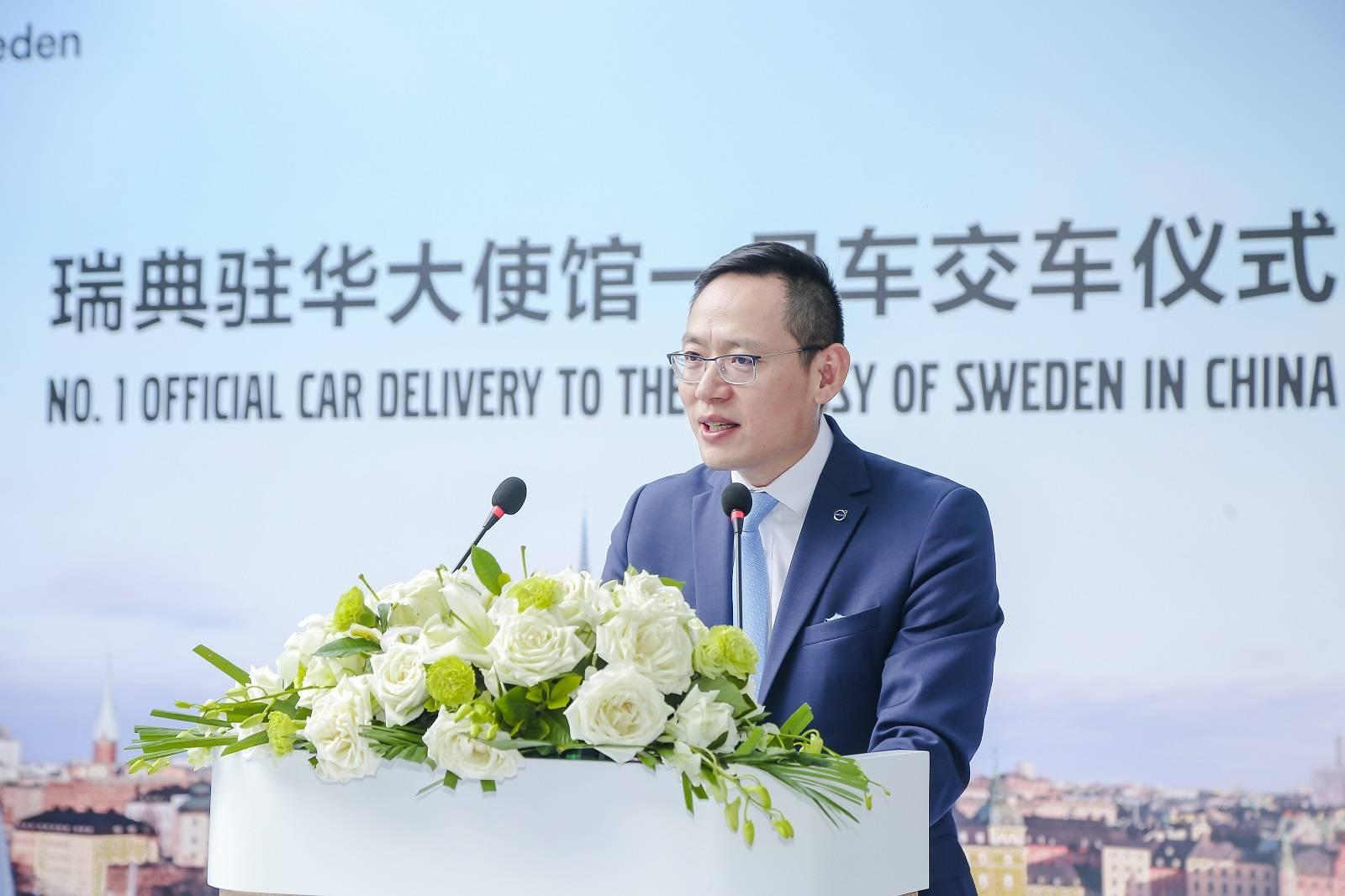 宇尘说车│沃尔沃汽车向瑞典驻华大使馆交付S90一号公务用车