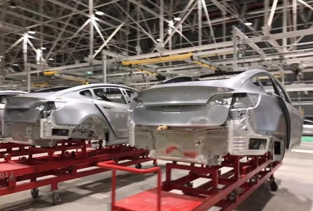 国产特斯拉更进一步,白车身上海工厂下线,年底交付首批