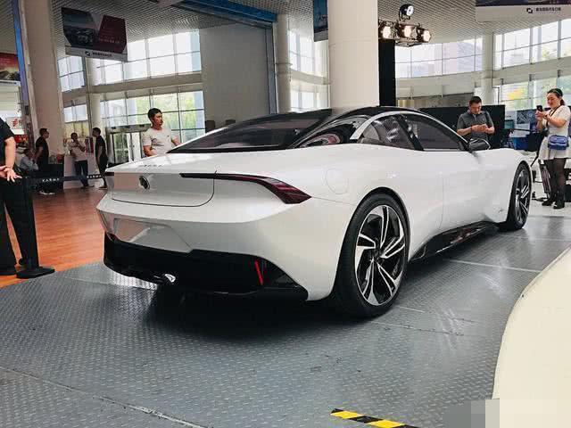 杨坤喜提全国第一台卡玛超跑,交车仪式隆重,到底是什么车!
