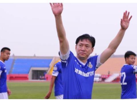 他是甲A银靴、亚青赛最佳射手!仅比教练小一岁,47岁又要踢中甲