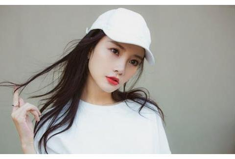 李小璐复出失利后转战服装行业,开网店卖衣服亲自当模特