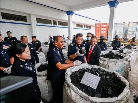 价值40亿人民币!12吨可卡因混在木炭中,被马来西亚警方缴获