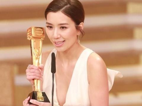 恭喜!2018TVB台庆颁奖礼 黄智雯袁伟豪获得双料视帝视后大奖