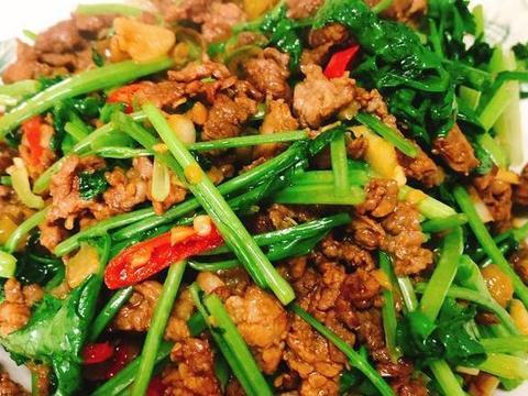 「超下饭」泡椒香菜牛肉,嫩滑入味,好吃停不下来