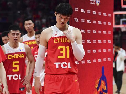 李楠上演请辞戏份,中国篮协意外选择站在球迷对立面