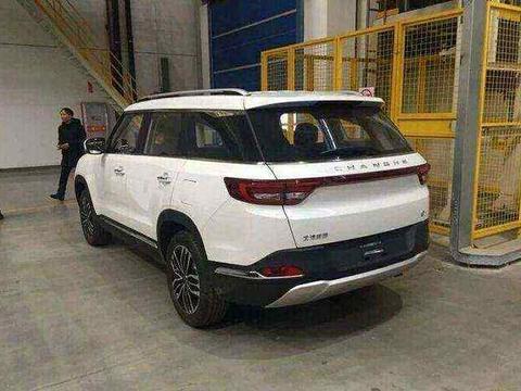 国产SUV又一黑马,外形像路虎,名字像奥迪,还配特斯拉大屏售6万