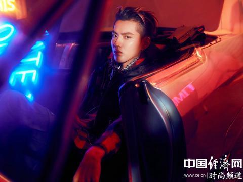 吴亦凡,满分颜值融入复古怀旧的场景中,撞出不一样的时尚嘻哈感
