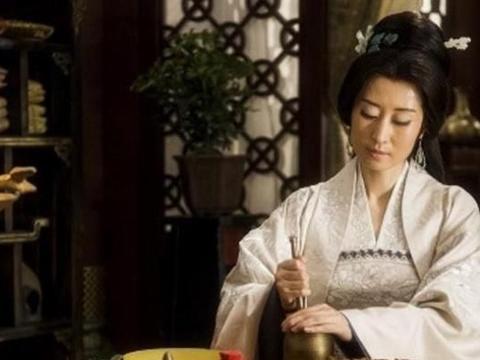 """琅琊榜:林燮随兴起""""梅石楠""""一名,她将爱藏心中,栽培石楠树!"""