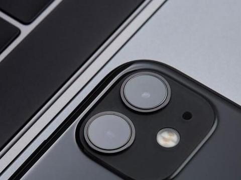 iOS 13.1泄密了:苹果为续航要给手机加个电池壳