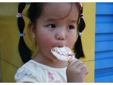 小孩积食会不长个,儿科医生:宠孩子不行,4样食物不要多吃