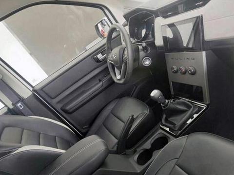 五菱宏光PLUS实车实拍图正式曝光,新车内饰更具质感