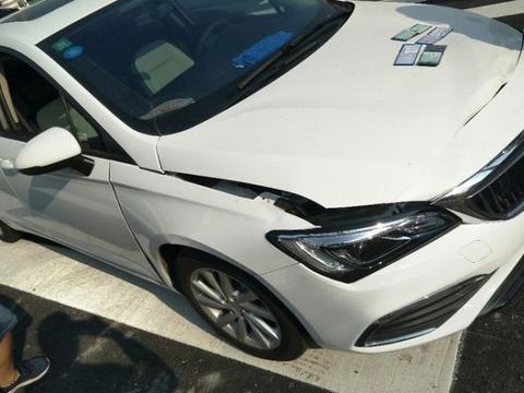宝骏510遭别克威朗追尾,两车出现受损,网友:威朗估计内伤了