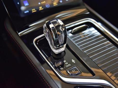 搭载3D全息影像系统、装配水晶挡把,一汽奔腾T99预售价公布