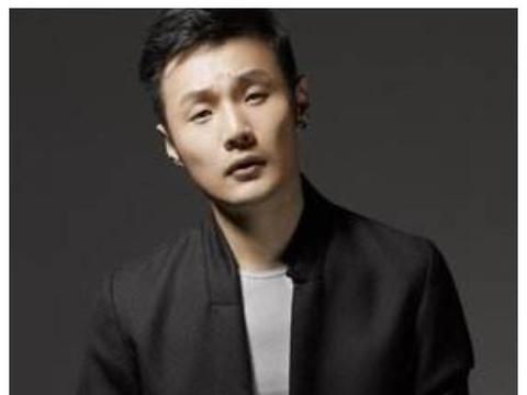 李荣浩被网友调侃眼睛小,杨丞琳主动出面维护,结了婚就是不一样