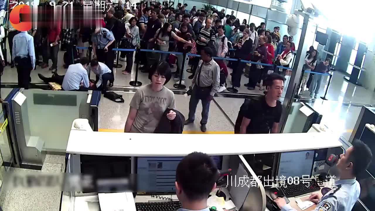 外籍旅客突发疾病倒地抽搐 众人合力救援