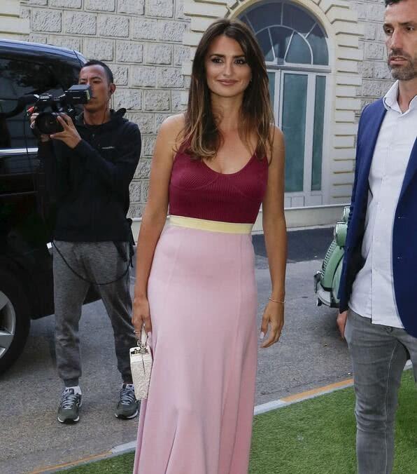 女星佩内洛普·克鲁兹现身戛纳,她有着特别的魅力