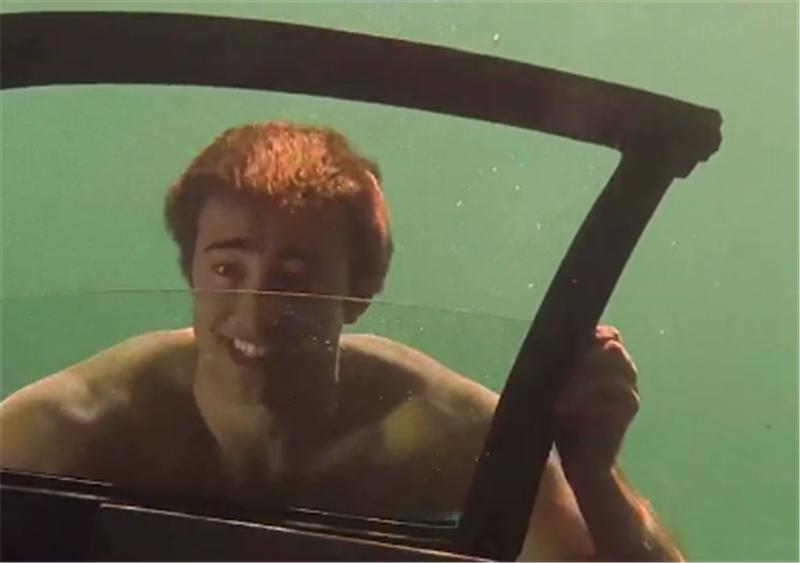 湖底一台报废道奇挑战者,全车泡水被遗弃,小伙打捞后,翻新变宝