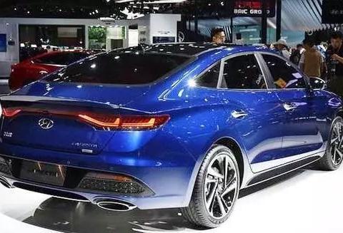这款韩系紧凑型车,比本田思域霸气,百公里油耗仅5.7l