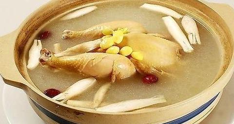 炖鸡汤时,别直接下锅炖,教你一个窍门,鸡汤鲜美浓郁,鸡肉嫩滑