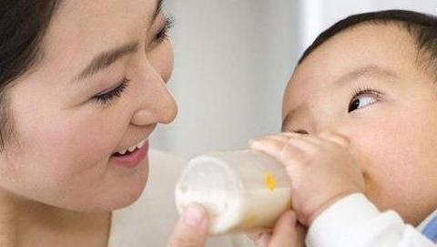 男孩子最迟几岁和母亲分床?儿科专家:大多数宝妈都做错了!