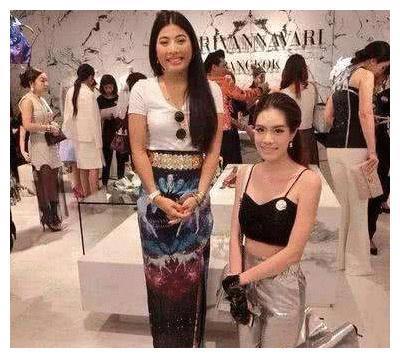 泰国公主合照必须下跪?李连杰选择单膝,范冰冰却霸气十足!