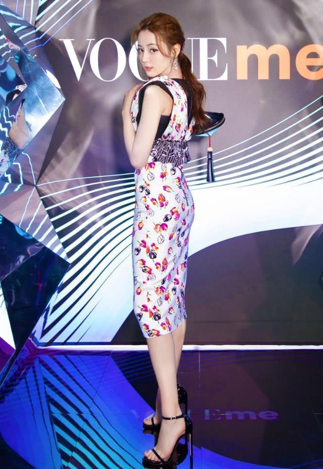 这是史上最小的裙子?只有5cm长,热巴穿到腰上,效果很惊艳!